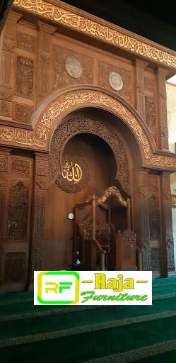 mihrob masjid warna emas