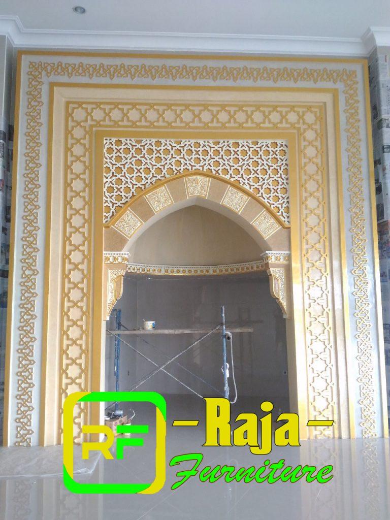 mihrob masjid warna emas terbaru
